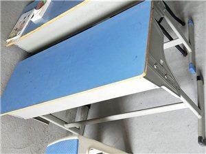 �W生用�p人桌配���凳子原�r一百多,九成新,�F在70元每套,共九套,面皮桌25元一��,共四��。