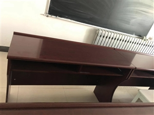 会议桌9张,黑板2个,课桌椅数张,价格面议