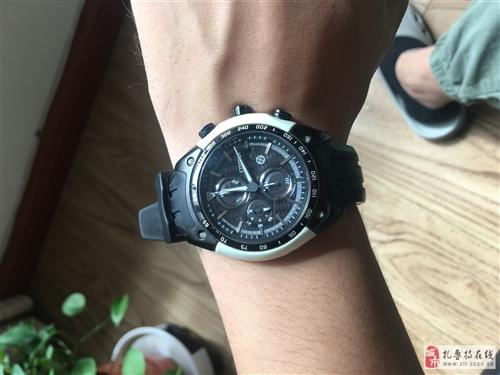 二手西鐵城豐田86聯名款男士光能手表 表盤采用豐田86材質表盤 白色是車身材質 表帶是輪胎材質 夜光...