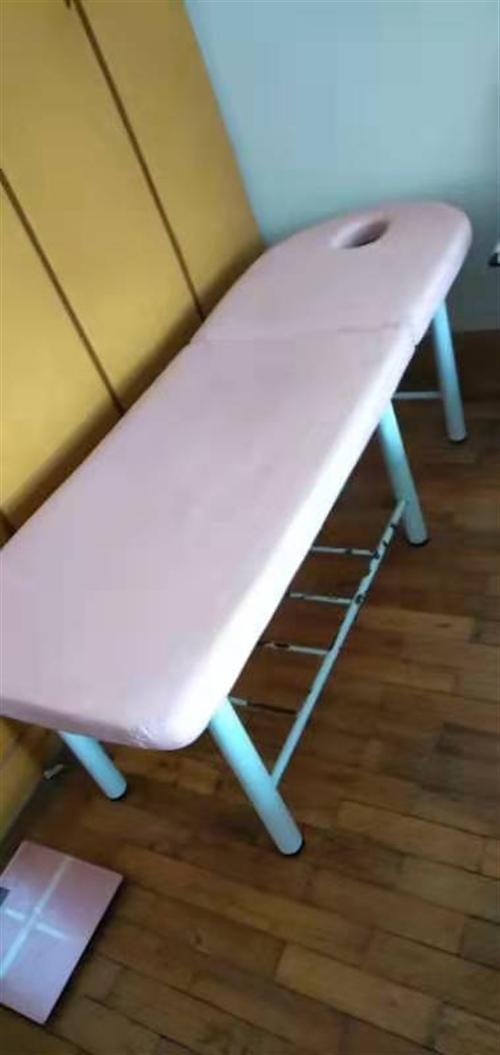 本人的店已關,有部分沙發兩張桌子美容床兩張等東西便宜處理,9成新,有些東西還可以贈送。適合美甲美容店...