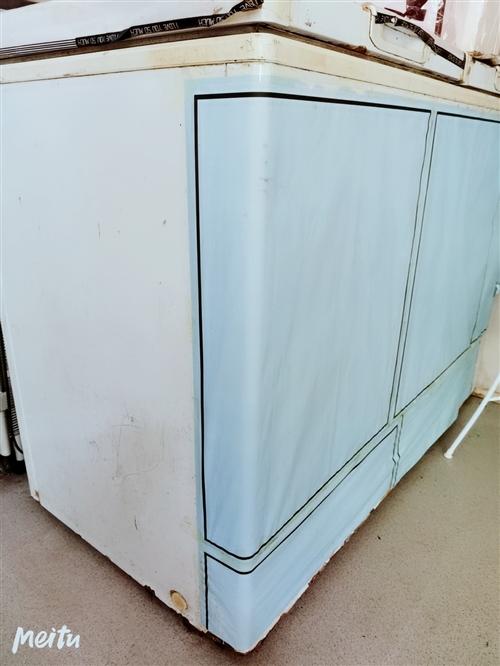因店铺升级,特价处理一台冰柜,冷冻冷藏两用,看中可直接到九天国际大酒店对面(丘比特花艺店)来拖