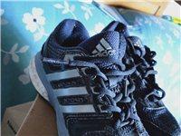 女鞋37码阿迪达斯。买时候6百多。