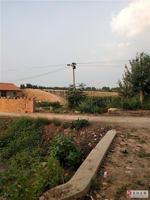 玉皇庙占地大棚拆迁,出售水泥立柱,价格从优。
