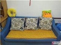 长1.8米沙发,买了700元。9成新,刚用了三个月。因为要搬家,现在低价处理。260元自提。手机微信...
