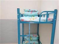 本人有高低床两套,全新的和配套铺盖,床长1.6米,适合小学生用。需要的来电详谈。