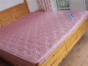 1.8米的床,带床垫,带2个床头柜,一个衣柜.