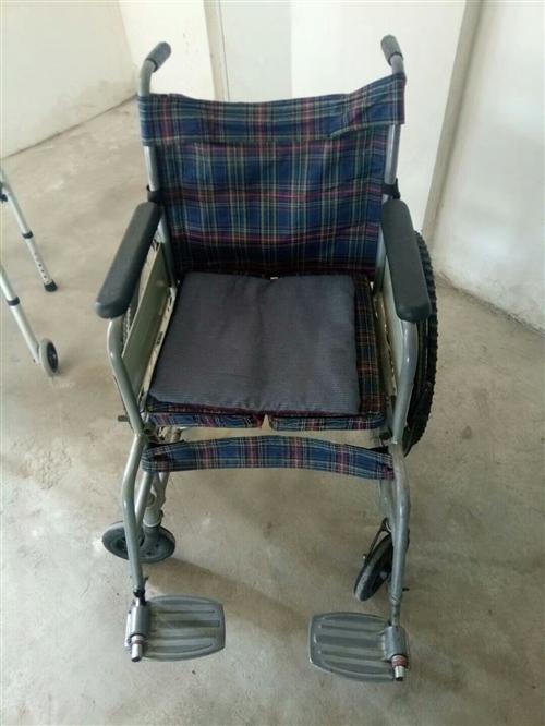 气垫是全新的,没有使用过。轮椅和学步车一同出售,价格面议