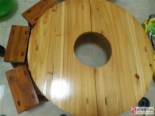 传统餐桌一个外加八个凳子,95新,仅仅用过一两次,因平时用新式餐桌,特低价出售,宝贝在榕江万都,价格...