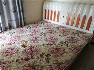 出售大床一张,2米??2.2米,买床送床垫!需要的联系我。