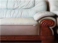 3+2+1沙发一组,真皮?#30340;荊?#25442;新急售,市内及周边可送货,自提价格可议,非诚勿扰!