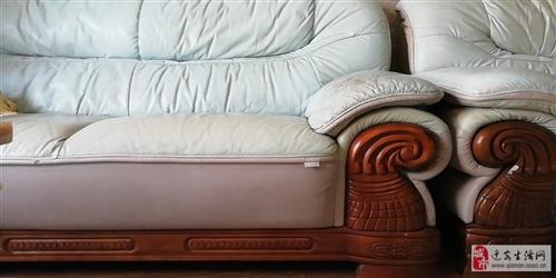 3+2+1沙發一組,真皮實木,換新急售,市內及周邊可送貨,自提價格可議,非誠勿擾!