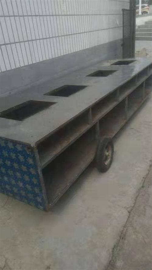 唐县县城出售一辆麻辣烫车4,米2长,价格600/800有需要的电话联系
