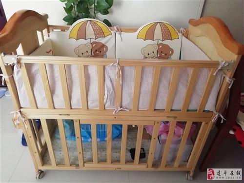 寶寶生下來一直和大人睡,用不上。200元出。可以推著走 可搖睡,一直蓋著沒落灰。