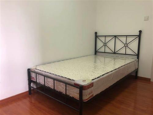 全新鐵藝雙人床,150+200,新買的沒用過,不帶床墊,自取價格300