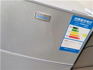 出售容�小冰箱一�_,去年才�I的,很少用9.5成新
