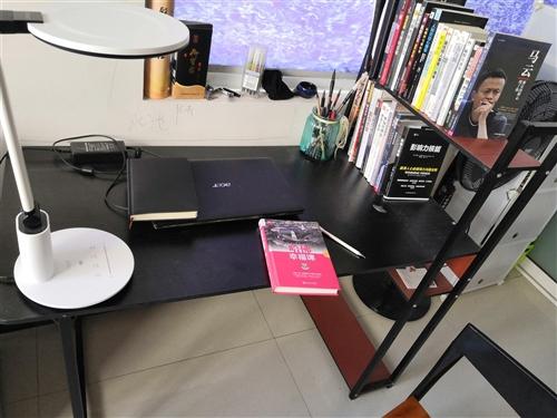 出售辦公桌一張,去年才買的