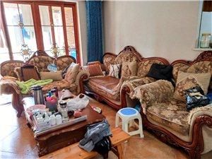 1+2+3实木欧式沙发一套,使用3年,澳门威尼斯人赌城新红阳家具城购买的,低价转,购买人自提。