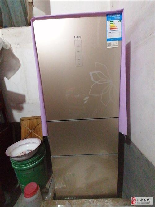 海尔的冰箱才用了半年。九成新。有意者联系我。