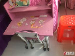 儿童写字桌连椅子8成新低价出售、有意者联系13858744278