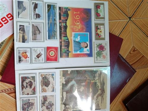 集郵冊2本大一本小,98年發行的可看貨共500元