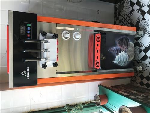 冰激凌机,九成新,两项电,可以做两种颜色的口味,还有双色,用了一年,价格2000