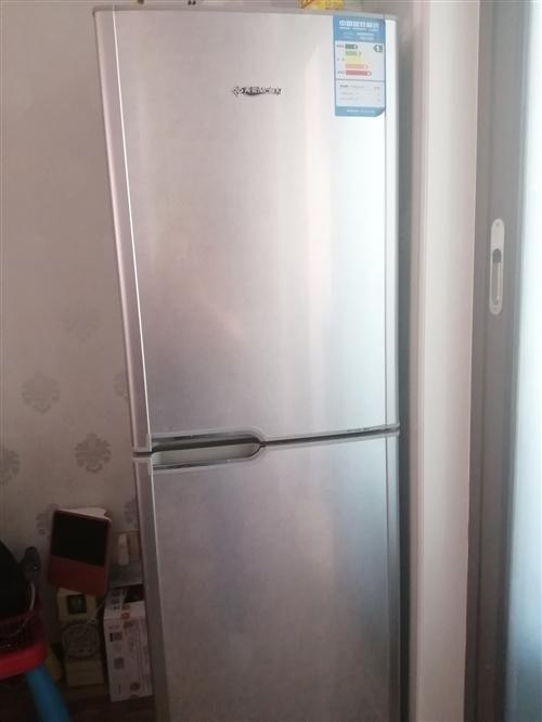 美菱冰箱雙開門低價出售,外觀完好無損,內部干凈,由于想裝修房子,低價出售,有意者電話聯系  聯系我...