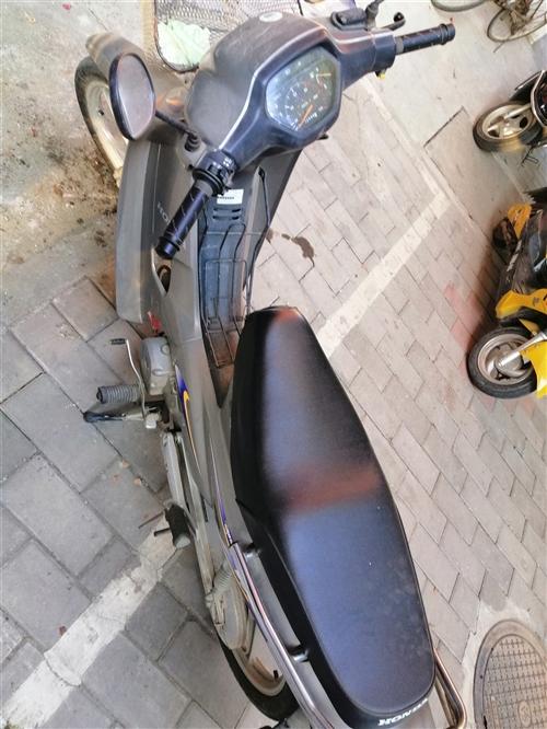 弯梁摩托车新大洲本田 跑了2000多公里 价格面议