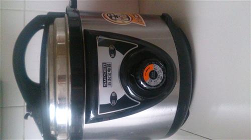 苏泊尔电压力锅 5L 九成新 因搬家低价出售 有需要的朋友可联系我