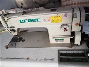 售八成新电动缝纫机平机一台,新电机有意者电话联系