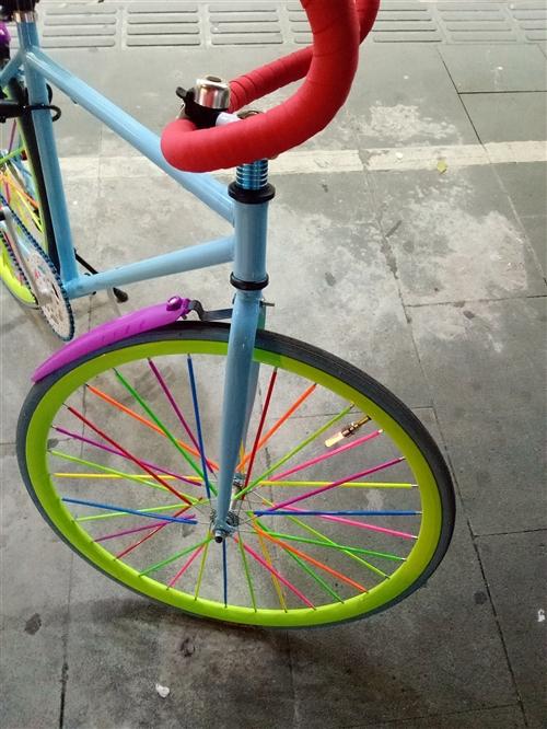 本人出售一辆26寸活飞自行车,再观挺拉风的,9成新。今年9月份买回来的,当时由于一时兴趣就买了回来,...