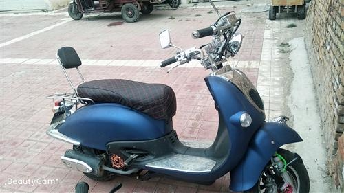 出售;自家踏板助力摩托车,双气喇叭,爆闪发动机闪灯,电打火,一键启动,新车不到三个月,全部原装没有拆...
