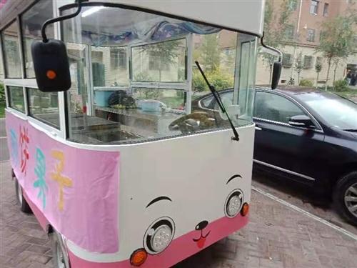 新买的小吃车 可以做四种小吃 煎饼 铁板 四个大保温盒  一个炸锅 也