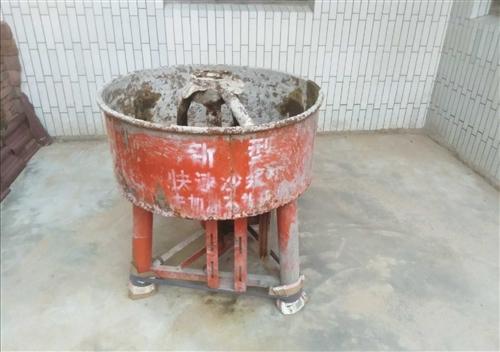 求购中小型搅拌机〈拌沙将或饲料〉会出售的,如有请联系152 7971 4202