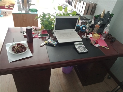 全新1米6办公桌连办公茶几整体出售,只要是诚心的给钱就卖!