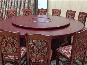 全新2.2手动圆桌,12把实木布质餐椅,价格便宜出售