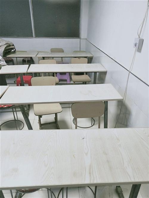 补课班外兑,另出售二手课桌椅(还有单人学生桌椅,这里没照片),风扇,床,行李,初中教材,厨房用具,适...