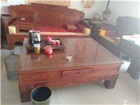 紅木家具浙江東陽產的,買了兩套,自己用了一套多余了一套,因門面做生意,沒地方放,所以要賣一套當時買價...