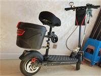99成新2400买的,一直放着就骑了几天,后配的尾箱  脚垫 车锁,满电续航50公里,是公里,一共3...