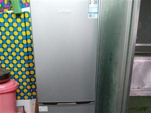 九成新牌子冰箱,八月份才买的1800元,买因搬家带不忍痛割爱,有需要联系18788726899