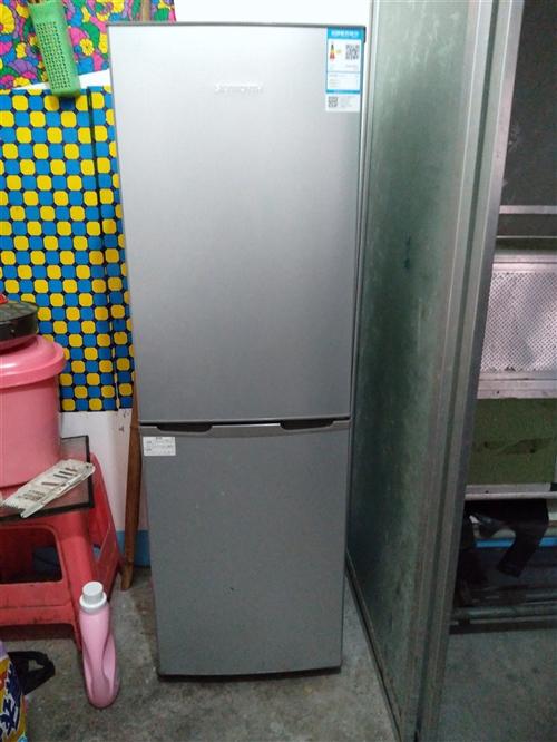 九成新牌子冰箱,八月份才買的1800元,買因搬家帶不忍痛割愛,有需要聯系18788726899