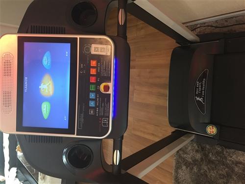 本人出售九成新跑步机一台,14寸超大彩屏,多功能智能跑步机,售价1500元,联系电话17793732...