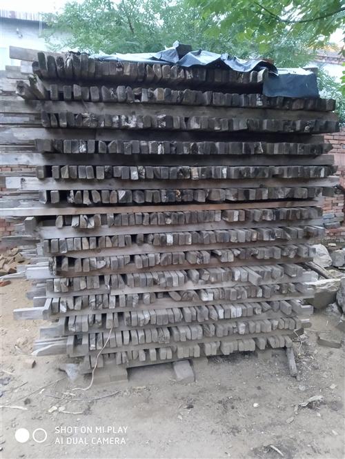 現有支模用過的木方約有十幾方,1--4米的都有,全部處理清場,有意者請與我聯系。價格格面議。