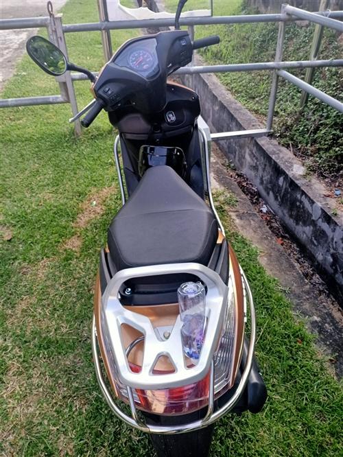 本田摩托车踏板车。
