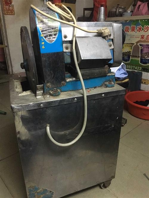 电动现榨甘蔗汁机,高1米,宽0.5米,一切功能正常,闲置中,转让。