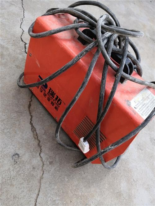 两项电焊机,没怎么用,带线出售,400元。 电话13805463941