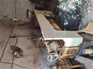CA6136车床,包托辅助设备低价转让(本人因车祸歇业,非其它原因)。有意者致电1308556329...