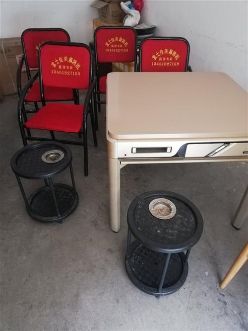 闲置麻将桌,没用多少时间,有椅子,茶几。