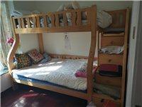 八成新实木儿童上下床,下床1.3米,上床1米。联系电话:15728707911.