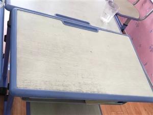 桌椅,买的时候185一套,质量特别好,用了不到半年 现在出售90一套,一共17套,都要的话,可以便...