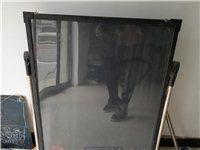 出售二手冰柜一台,冷藏柜一台,饮水机一台,酸奶机一台,桌子和四把凳子,吧台一个,彩色显示屏一个,不锈...